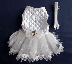 Vestido de noiva moda pet, porque sua amiguinha também merece se casar como uma princesa! #pet #vestido #noiva #modapet #festa #noivinhasdeluxo #princesa