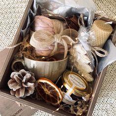 Diy Xmas Gifts, Cute Christmas Gifts, Christmas Gift Baskets, Diy Gift Box, Homemade Christmas Gifts, Holiday Gifts, Christmas Crafts, Box Noel, Gift Box Design