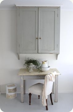 kitchen - wall cupboard + table