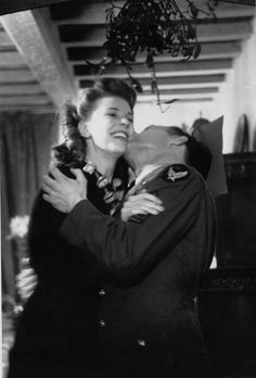 26th December 1942: Couple kissing under mistletoe during a Christmas party for the Flying Fortress Boys. (Photo by Hulton Archive/Getty Images)