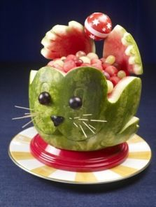 Watermelon carving is so much fun especially when you can carve Seal! Simply fol… Watermelon carving is so much fun … L'art Du Fruit, Fruit Art, Fresh Fruit, Fruit Salad, Fruit Cakes, Veggie Art, Fruit And Vegetable Carving, Veggie Food, Watermelon Art