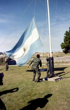 FALKLANDS war, A local broke the flag rope so Argentine would have trouble putting flag up. Largest Countries, Countries Of The World, Latin America, South America, Falklands War, Major General, War Machine, Cold War, Grand Prix
