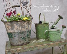 Love this vintage garden look