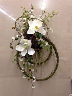 Crafts Magnolias and vine Wreath Crafts, Diy Wreath, Door Wreaths, Grapevine Wreath, Country Wreaths, Easter Wreaths, Holiday Wreaths, Magnolia Wreath, Deco Floral