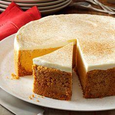 Pumpkin Cheesecake with Sour Cream Topping Fall Desserts, Just Desserts, Delicious Desserts, Dessert Recipes, Yummy Food, Pumpkin Dessert, Snacks, Pumpkin Recipes, Pumpkin Cheesecake Recipes