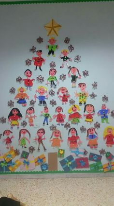 Christmas tree - what a lovely idea! A tree full of kids' self portraits :) Preschool Christmas, Christmas Crafts For Kids, Christmas Activities, Xmas Crafts, Christmas Projects, Christmas Themes, Winter Christmas, Christmas Holidays, Diy And Crafts