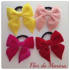 Nossos lacinhos de veludo na opção de elástico. Esses já têm dona! Rs #laços #bow #hairbow #lovebows #veludo #princess #princesas #maedemenina #amamoslaços #madewithlove #forbabies #forgirls #handmade #instababy #instacute #instakids