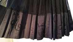 Jean Patou, you had me with the mass of pleated, gathered silk, but that taffeta silk edging is beyond gorgeous. I can imagine that this moves like a dream.