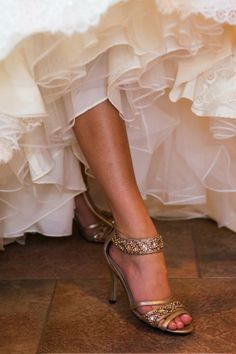 i want to be this gorgeous bronze color for my wedding...not the orangey gross fake color
