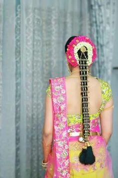 bridal jewelry for the radiant bride South Indian Wedding Hairstyles, Bridal Hairstyle Indian Wedding, Bridal Hair Buns, Bridal Braids, Bridal Hairdo, Bride Hairstyles, Bridal Hair Accessories, Bridal Jewelry, Flower Braids