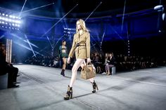 Versace Spring 2016 Ready-to-Wear Fashion Show Atmosphere