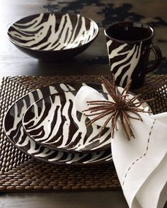 Zebra print place setting. Looking for now!