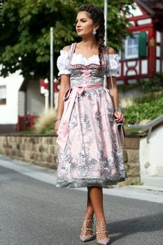 dirndl-krüger-trachten-look-outfit-valentino-rockstuds Dirndl Outfit, Cute Dress Outfits, Stylish Dresses, Cute Dresses, Beautiful Dresses, Cool Outfits, Beauty And Fashion, Folk Fashion, Special Dresses