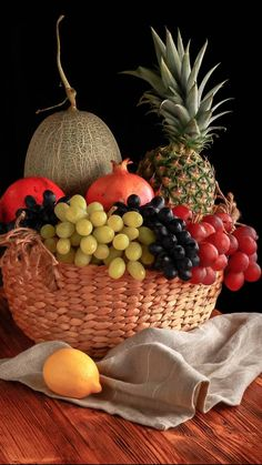 Multidisciplinarity contains a variety of disciplines similarly to a fruit bowl. Healthy Fruits And Vegetables, Fruit And Veg, Fresh Fruit, Bowl Of Fruit, Vegetable Pictures, Fruit Picture, Fruit Photography, Fruit Painting, Beautiful Fruits