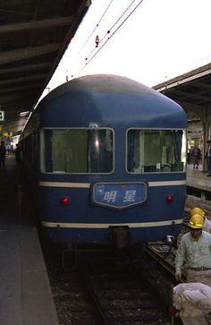 Blue Train, Trains, Interiors, Japan, Decoration Home, Decor, Japanese, Train, Deco