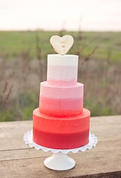 Heart Themed Wedding Ideas - Heart Wedding Cake Idea: Ombre Colors