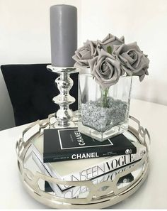 Table Decor Living Room, Bedroom Decor, Chanel Decor, Decoration Chic, Home Coffee Stations, Coffe Table, Decorating Coffee Tables, Home Decor Accessories, Living Room Designs