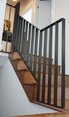 Modern Stair Railing, Balcony Railing Design, Stair Handrail, Staircase Railings, Modern Stairs, Staircase Design, Stair Design, Metal Handrails, Metal Stairs