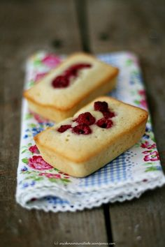 Himbeer-Friands are a girls best friend… Yummy Recipes, Sweet Recipes, Yummy Food, German Baking, Gluten Free Desserts, Sweet Bread, Mini Cakes, Let Them Eat Cake, Afternoon Tea