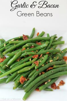 Garlic & Bacon Green Beans - Perfect Thanksgiving side dish and such an easy recipe!