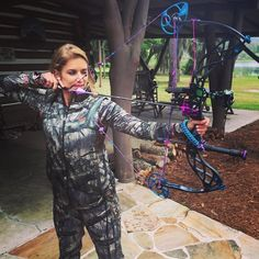 """Eva Shockey Signature Series"" by Bowtech Archery. Bow Hunting Women, Hunting Girls, Hunting Bows, Crossbow Hunting, Archery Hunting, Archery Clothing, Bow Target, Archery Girl, Deer Hunting Season"