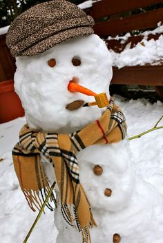 Your Southern Peach: Stylish Snowman Make A Snowman, Frosty The Snowmen, Snowman Photos, Snow Sculptures, Snow Art, Snow And Ice, New Year Celebration, Winter Fun, Winter Scenes