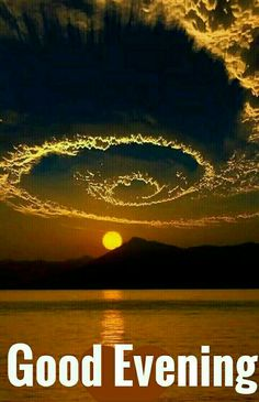 ✨Beautiful sunset and cloud formation ❤️❤️✨ Moon Images, Moon Pictures, Nature Pictures, Amazing Photography, Nature Photography, Moonlight Photography, Landscape Photography, Beautiful Moon, Moon Art