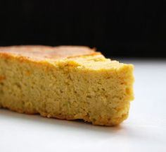 Gâteau fondant aux citrons entiers bio et aux pistaches 3 citrons cuits 1h dans l eau puis mixés 150 g de pistaches mixées 250 g de sucre 6 oeufs blancs séparés et montés pincée de sel 1cas de pate de pistache moule 24 cm 55 mn à 160 0C Papier d alu sur le dessus quand il est deja bien doré
