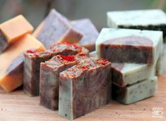 How to make Cold-Process All-Natural Handmade Soap with step-by-step instructions and photos. Recipes and ideas included.