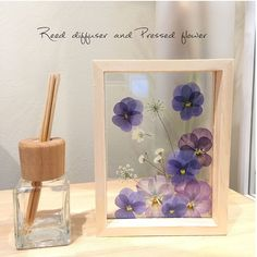 How to make a piece of pressed flower art. How To Make Floral Wall Art - Step 8 Pressed Flowers Frame, Dried And Pressed Flowers, Pressed Flower Art, Flower Frame, Diy Resin Crafts, Diy Crafts To Sell, Diy Crafts For Kids, Flower Crafts, Diy Flowers