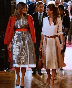 Stylish Work Outfits, Classy Outfits, Classy Clothes, Royal Fashion, Fashion Looks, Business Outfits Women, Gown Suit, Beige Outfit, First Lady Melania Trump