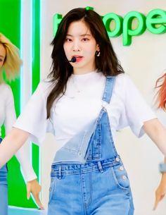 Twice Dahyun, Tzuyu Twice, South Korean Girls, Korean Girl Groups, Twice Album, Chou Tzu Yu, Twice Once, Everything Will Be Alright, Twice Kpop