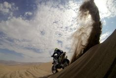 Competitors get stuck in, and escape, the sand dunes on Stage 6 of the Dakar Rally (Photo: Franck Fife / AFP - Getty Images)