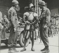 """""""American soldiers with Vatican Swiss Guard, World War II """" Military Units, Military History, Military Uniforms, Military Weapons, Swiss Guard, Ww2 Photos, E Mc2, American Soldiers, Special Forces"""