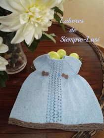 Labores de siempre: Vestido bebé en manga corta y abertura trasera Knit Baby Dress, Color Celeste, Baby Knitting Patterns, Summer Dresses, Baby Dresses, Sewing, Children, Handmade, Cactus