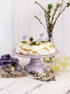 Denna pavlova med citronkräm är min favorit av pavlovatårtor. Vilken gillar du bäst? Läs också:Härhittar du alla recept du behöver för att laga enperfekt nyårsmiddag