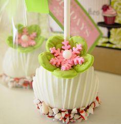 Os cake pops são lindos e dão um charme a mesa de doces. Os cake pops estão cada vez mais modernos e modelos super criativos vem tomando conta dos casamentos atuais. Então, que tal se inspirar com belos cake pops nessa sexta-feira?? Confiram...