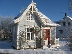 Cute house, love the pitch of the roof and the color combo. I think it would make a great garden guest house design. Cute Little Houses, Little Cottages, Small Cottages, Cute House, Sweet House, Cozy Cottage, Cottage Homes, Cottage Style, Swedish Cottage