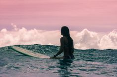 Happy #InternationalWomensDay! Today we're celebrating our inspiring athletes and their amazing achievements in preparation for the #ROXYpro.