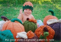 A Great Knitted pumpkin  (Yes, I DO need 2 knitted pumpkin patterns...)