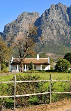 Épinglé par ❃❀CM❁✿⊱ Boschendal Farm, a blissful Cape Dutch charm in the Cape Winelands, South Africa. Landscape Photos, Landscape Paintings, Landscape Photography, Places To See, Places To Travel, South Afrika, Cape Dutch, Farmhouse Architecture, Dutch House