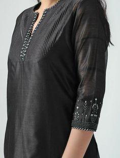 Silk Kurti Designs, Salwar Neck Designs, Neck Designs For Suits, Kurta Neck Design, Neckline Designs, Sleeves Designs For Dresses, Dress Neck Designs, Kurta Designs Women, Kurti Designs Party Wear