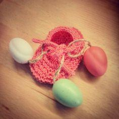 Con la Pasqua alle porte ecco in arrivo la versione primavera-estate delle scarpine. In cotone 100% fresche e colorate. Buona Pasqua!