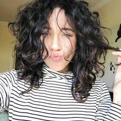 Curly hair. Bruna Vieira em transição capilar / Foto na Casa Depois dos Quinze.