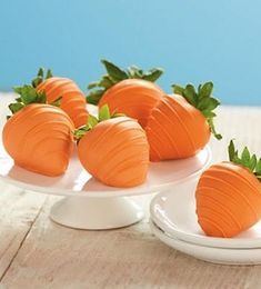 White Chocolate dipped strawberries made to look like carrots! ADORABLE! And 20 other spring and easter dessert and treat ideas!