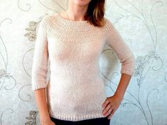 Пуловер с круглой кокеткой без швов, связанный спицами сверху вниз, с азиатским ростком. - YouTube Garter Stitch, Filet Crochet, American Girl, Sweater Cardigan, Doll Clothes, Knitting Patterns, Coat, Sweaters, Dresses