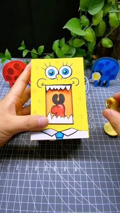 Cool Paper Crafts, Paper Crafts Origami, Diy Crafts For Gifts, Cardboard Crafts, Diy Home Crafts, Creative Crafts, Diy Paper, Fun Crafts, Paper Art