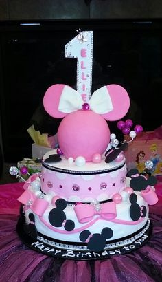 Cake from a Minnie Mouse Party minnie mouse cake Mickey Mouse Cake, Minnie Mouse Cake, Pink Minnie, Minnie Birthday, Birthday Ideas, Fruit Birthday, Birthday Cake, Disney Cakes, Girl Cakes