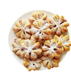 Emman kakku on ehkä joulun upein ja herkullisin, mutta myös helppo – 12 ihanaa jälkiruokaa jouluun - Ajankohtaista - Ilta-Sanomat Cereal, Breakfast, Recipes, Food, Wood, Morning Coffee, Recipies, Essen, Meals