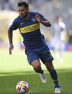 Mauro Zárate Photos - Mauro Zarate of Boca Juniors drives the ball during a match between Boca Juniors and Talleres as part of Superliga Argentina at Estadio Alberto J. Armando on August 2018 in La Boca, Argentina. Football Players, Soccer, August 12, Running, Marvel, About Football, Legends, World, Soccer Players